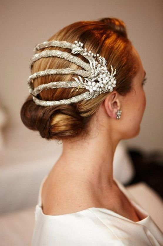 1920s inspired headpiece | romantic wedding hairstyles | sodazzling.com - Destination wedding in Thailand #destinationwedding