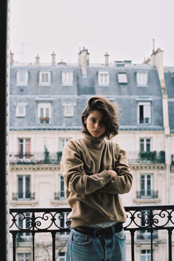 The background in this is so beautiful and the girl has an intense but relaxed face which makes it simple looking.: