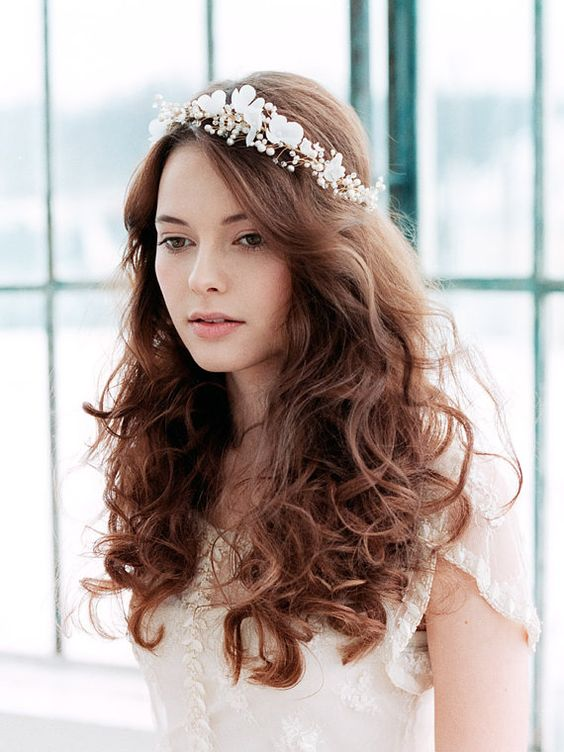 Bridal silk flower blossom halo Floral crown style - romantic wedding hairstyles | sodazzling.com - Destination wedding in Thailand #destinationwedding