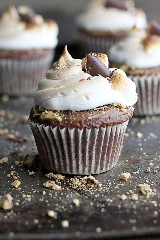 #KatieSheaDesign ♡♡♡ Deluxe S'mores Cupcakes Recipe www.tablescapesbydesign.com https://www.facebook.com/pages/Tablescapes-By-Design/129811416695: