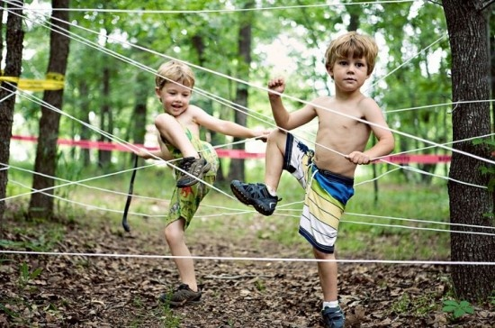 Oh what a tangled web we weave..Wonder how many kids would gets wrapped up like flies in a web...gotta be a safer way to do this..it looks like fun!
