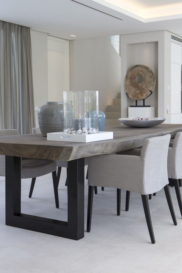 modern dining table the kitchen table Erik Koijen Vakantiehuis Marbella Hoog Exclusieve woon en tuin inspiratie Modern Dining Room TablesModern