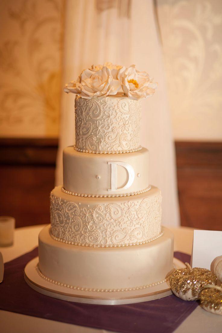fondant wedding cakes wedding cakes pictures Torta de boda elegante de color marfil decorada con dise os de cachemira TortaDeBoda Paisley Wedding CakesWedding