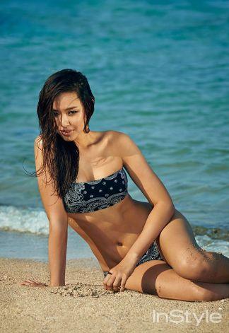 Foto Hot Honey Lee Pamer Kemolekan Lekuk Tubuhnya Saat Pemotretan
