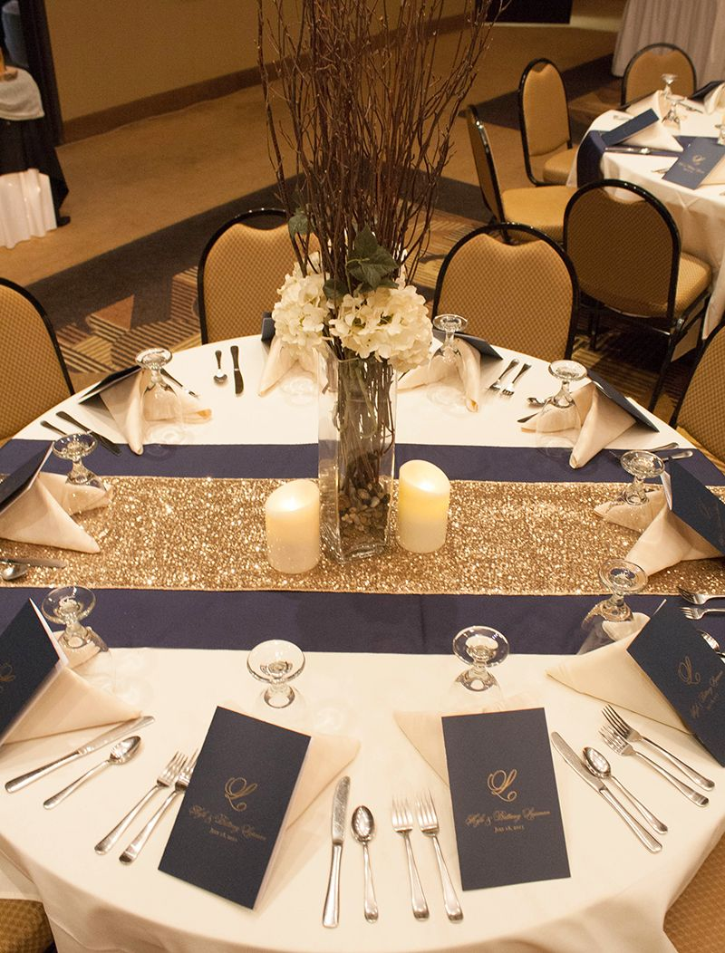 wedding table runners This is what the table will look like i White table cloth navy and gold runner