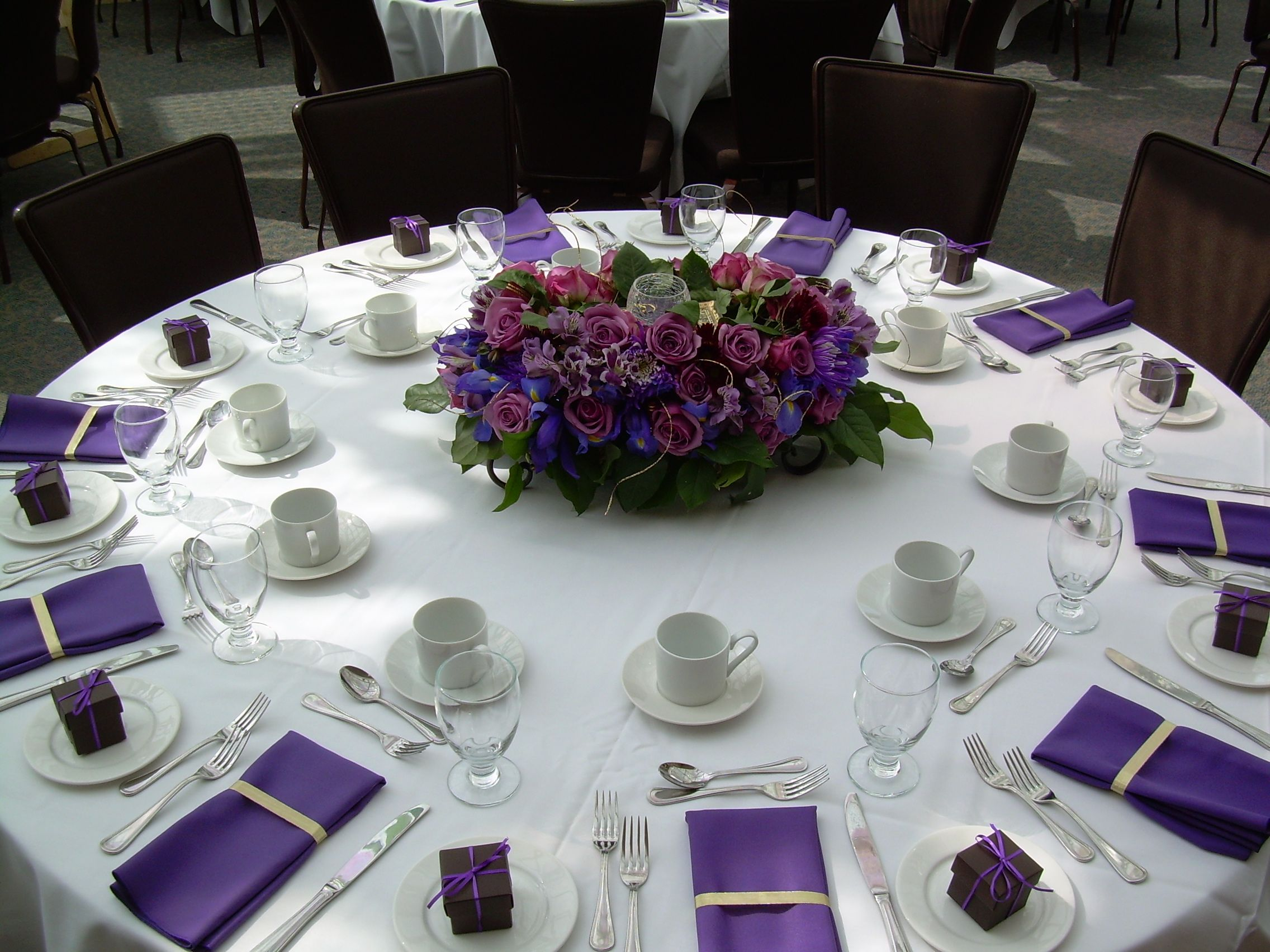 napkins for wedding Purple wedding tables this would be easy to do with paper napkins and an interesting