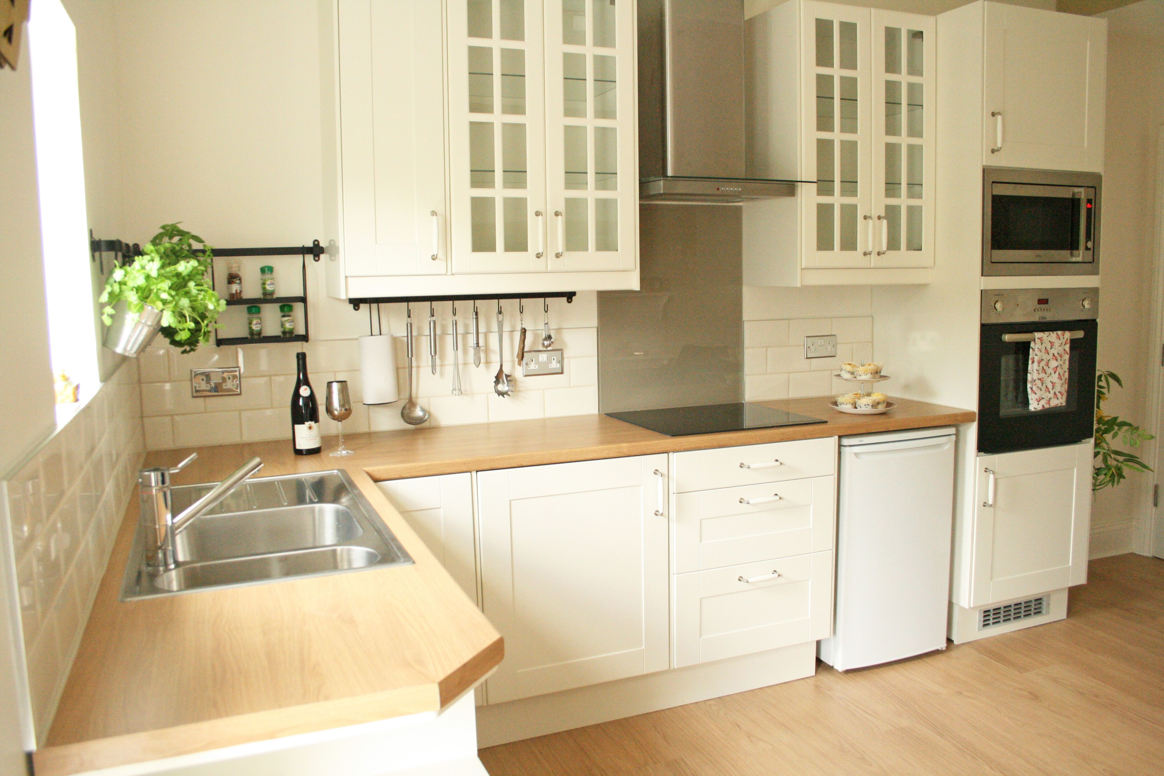 cream kitchen cabinets How to tile bathrooms or kitchens using Metro or subway tiles