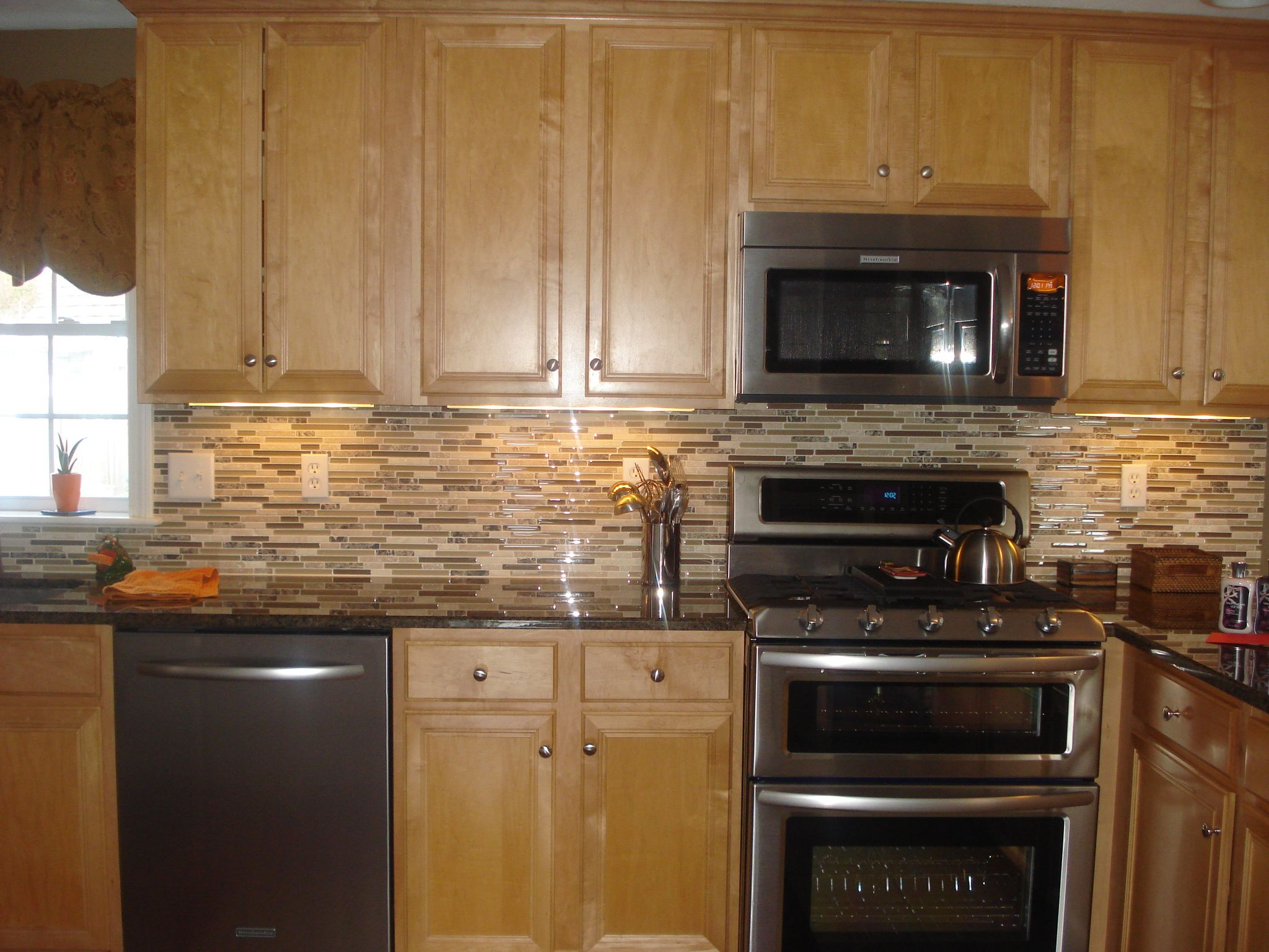 kitchen counter ideas oak cabinets kitchen counters and backsplash Backsplash Gl Tile Brown With Cabinets