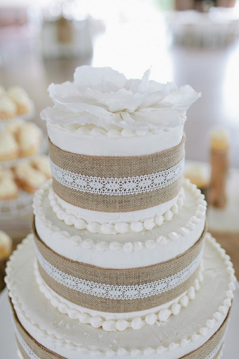 rustic wedding cake toppers Here s an interesting use of burlap in a wedding reception as a decoration to the