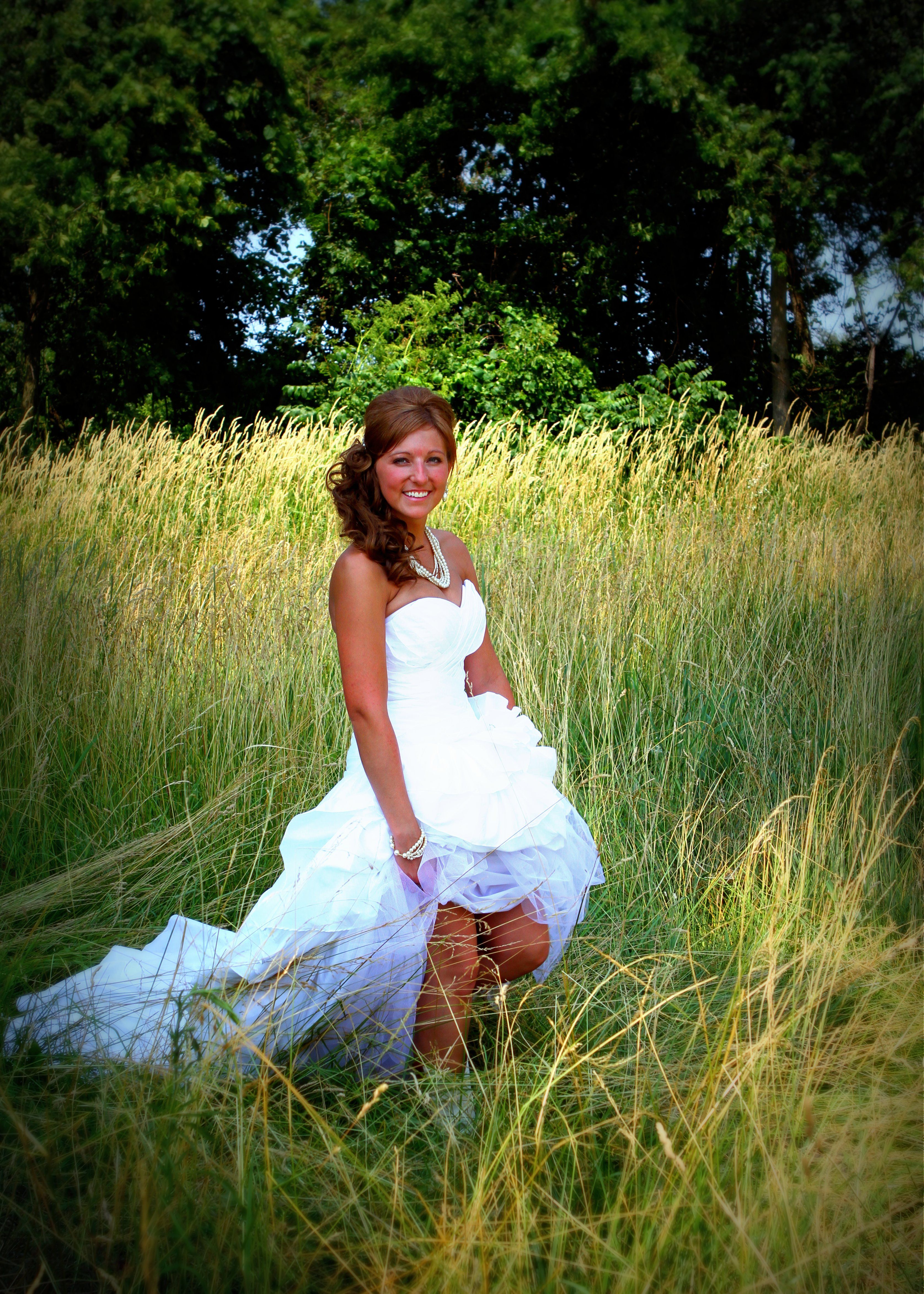 country girl wedding dresses Country wedding dress Love the simple grass background