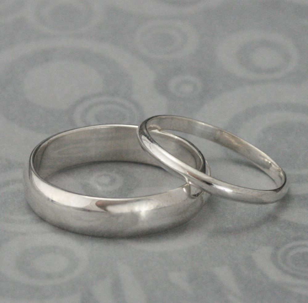 wedding band sets The Perfect Pair Set of 2 Silver Rings Men s Wedding Band Women s Wedding Ring Silver Wedding Rings Wedding Band Set Traditional Bands