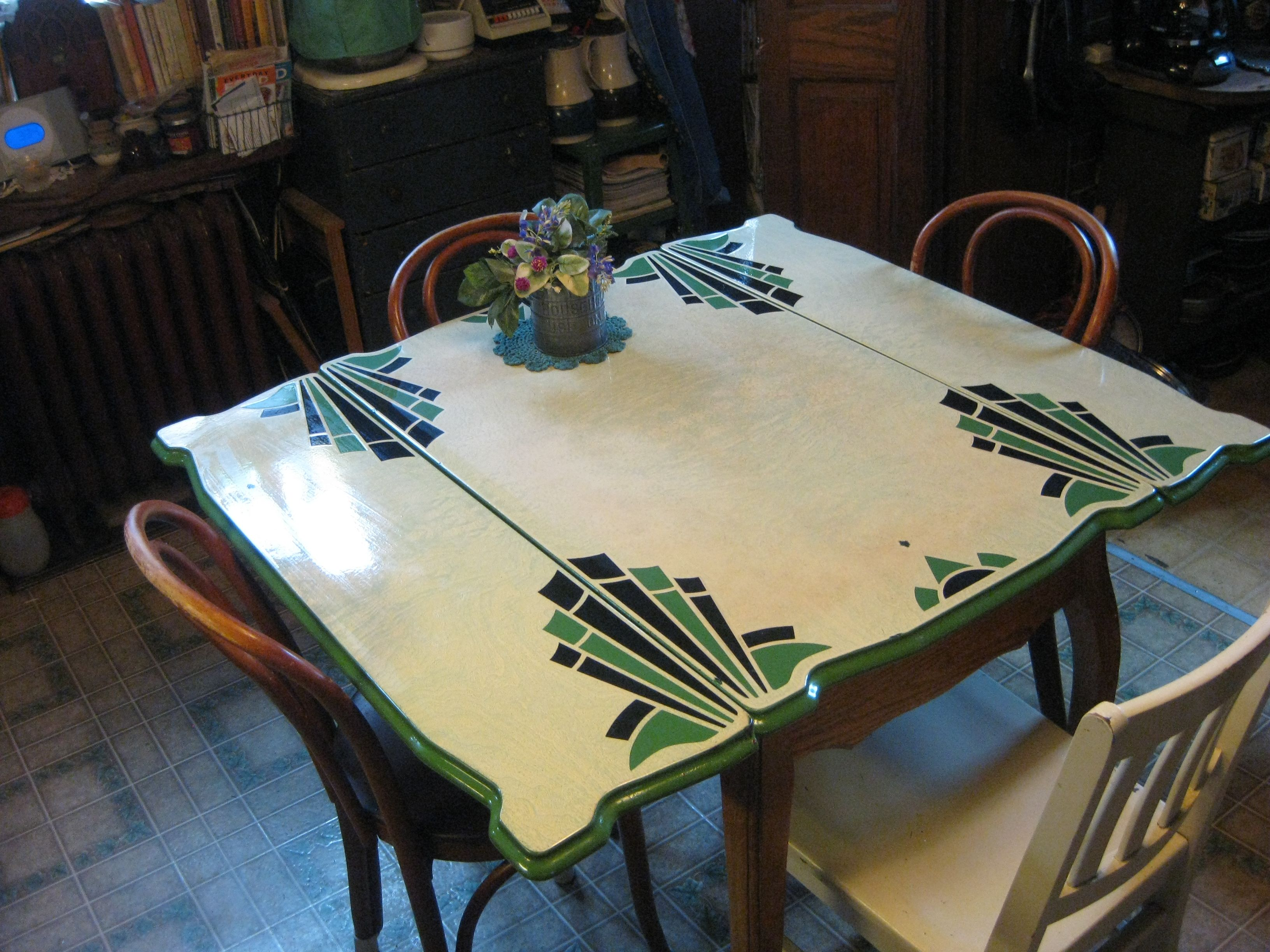 vintage kitchen tables kitchen table bakers my circa s enamel topped kitchen table bottom legs are curved and in the Queen