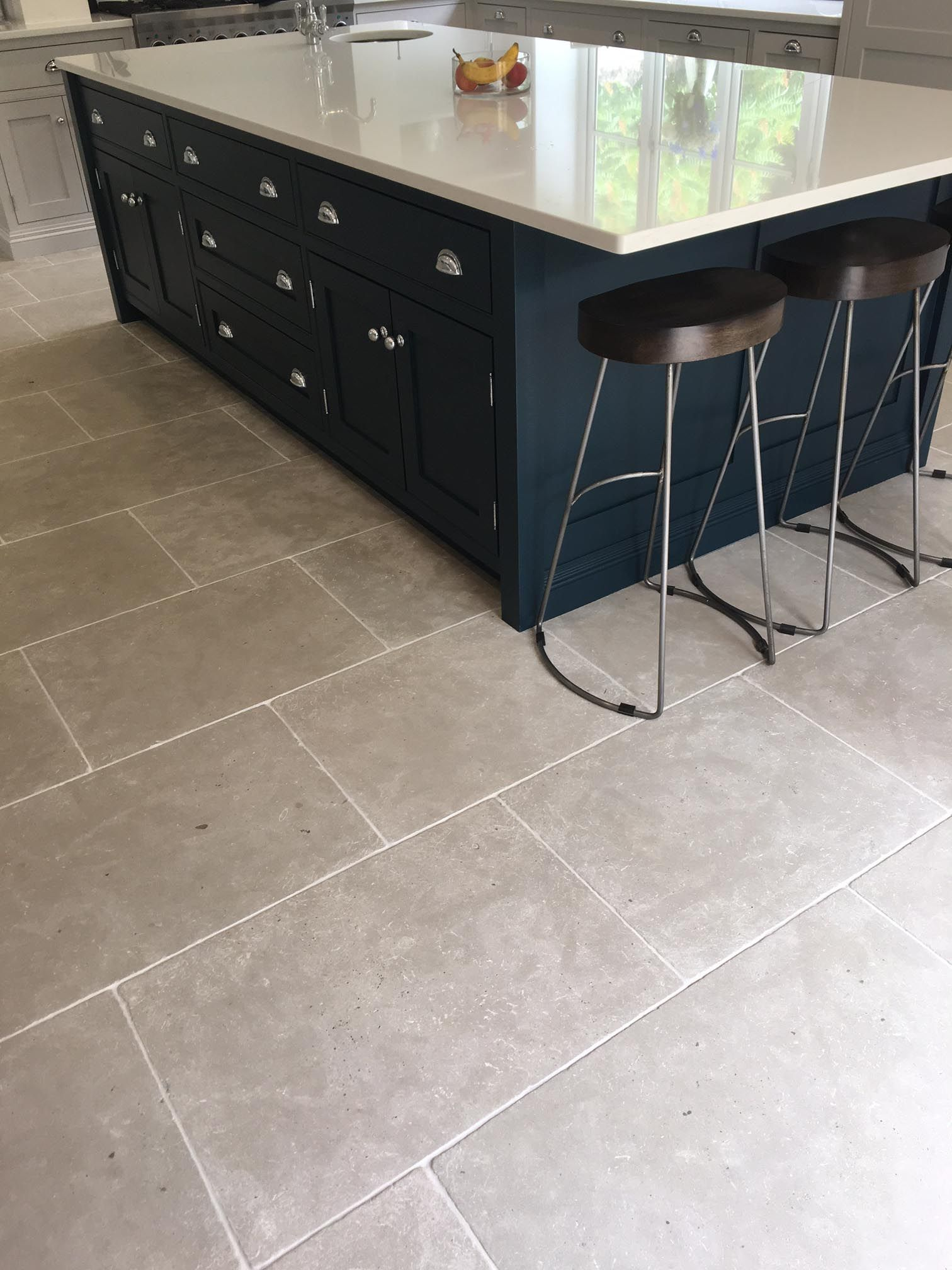 kitchen floor tiles Grey kitchen floor tiles Paris Grey limestone http www naturalstoneconsulting