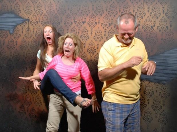Família tomando susto em frente à Nikon D80 (Foto: Reprodução)