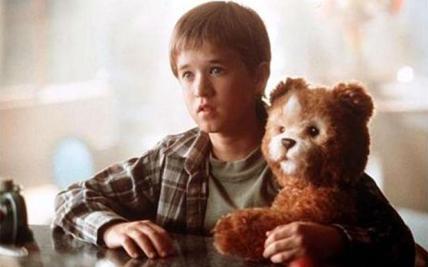 Η ιδέα βρίσκει τις ρίζες της  στο «σούπερ αρκουδάκι» (φωτογραφία) στην ταινία επιστημονικής φαντασίας του Στίβεν Σπίλμπεργκ «Α.Ι.Τεχνητή Νοημοσύνη».