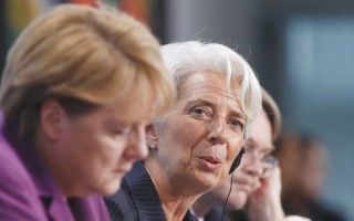 Πόκερ Μέρκελ - Λαγκάρντ με φόντο την απομείωση του ελληνικού χρέους