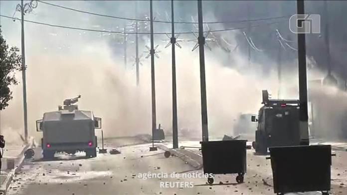 Forças de segurança israelenses disparam gás lacrimogêneo contra manifestantes palestinos