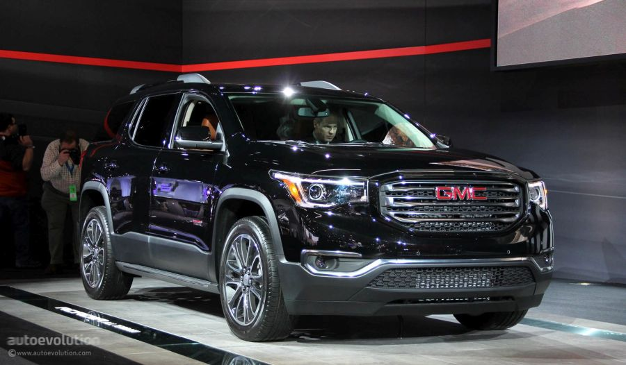 2017 GMC Acadia Uses Detroit for Downsizing  Denali and All Terrain         Denali 2017 GMC Acadia All Terrain