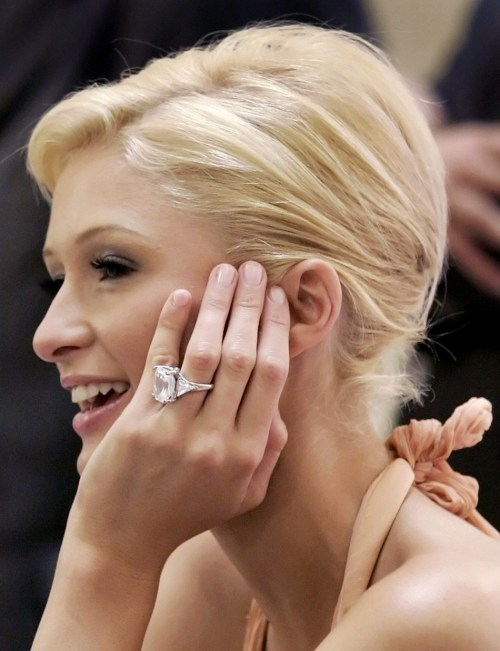 Tempting 110039 Socialite Paris Hilton Is Seen Her Engagement Ring On Her Finger Beyonce Engagement Ring Carat Beyonce Engagement Ring Cost