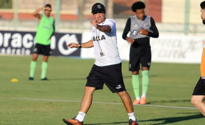 Em relação aos outros dois técnicos do Ceará, neste ano, Chamusca não tem o melhor aproveitamento nos 10 primeiros jogos (Foto: Divulgação/Cearasc.com)