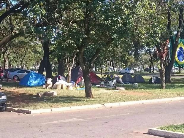 Grupos a favor do impeachment em acampamento no Parque da Cidade, em Brasília (Foto: Mateus Rodrigues/G1)