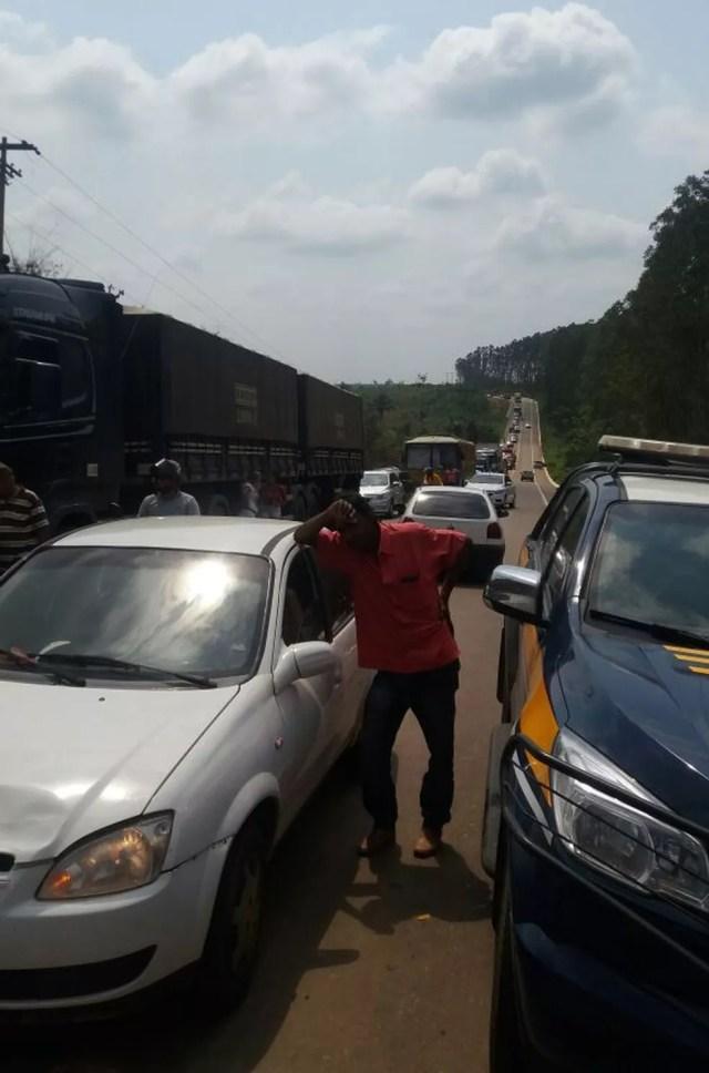 Filas quilometricas de carros se formaram na rodovia que ja foi liberada (Foto: Divulgação/PRF)