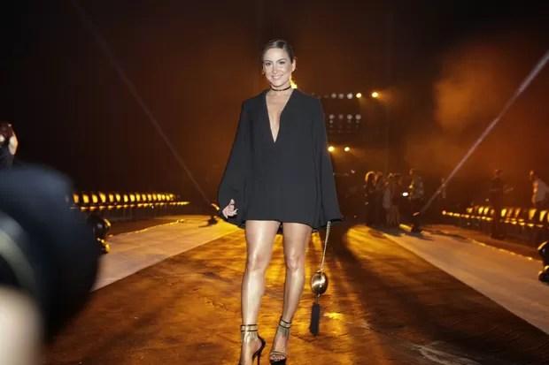 Claudia Leitte (Foto: Isac Luz / EGO)  Claudia Leitte abusa do decote com vestido curtinho em desfile de moda 29  mg 5158