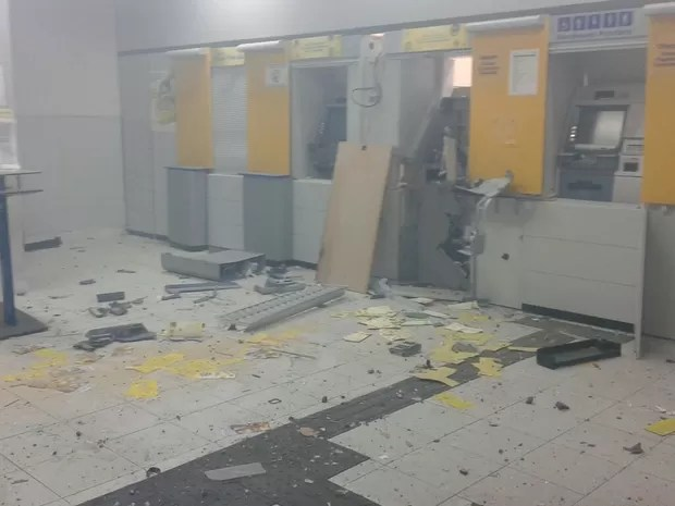 explosão caixas eletrônicos capoeiras (Foto: Divulgação/Polícia Militar)