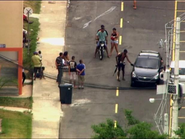 Homens armados invadem conjunto habitacional em Guadalupe/GNews (Foto: Reprodução GloboNews)