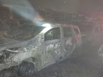 Incêndio atinge carros em locadora no Ipsep (Foto: Ascom Bombeiros PE)