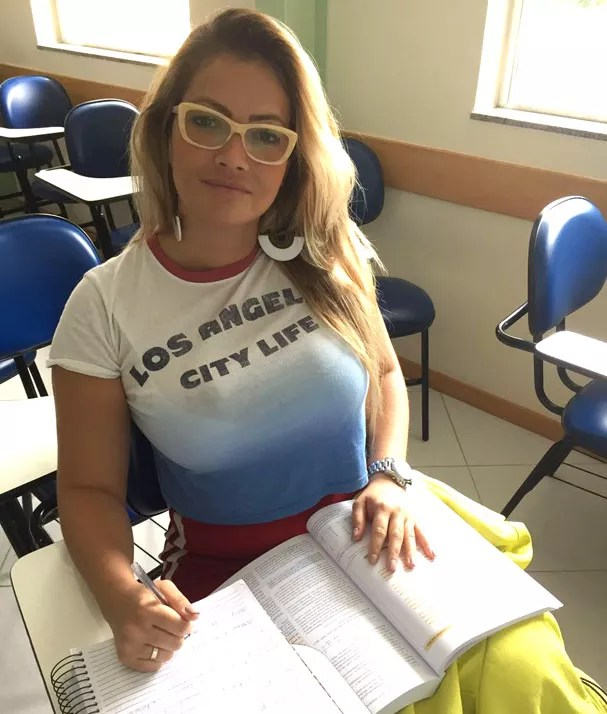 Fani Pacheco estudando após a aula (Foto: Arquivo pessoal)