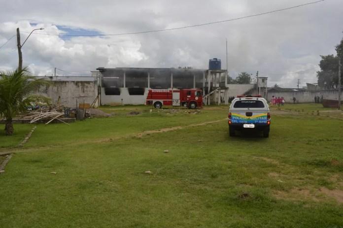Detentos ateiam fogo em colchões nas celas de presídio de Ariquemes  (Foto: Jeferson Carlos/G1)