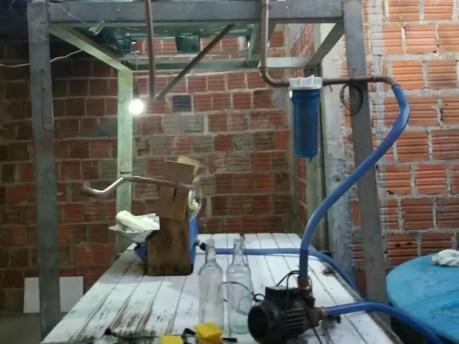 Material utilizado na falsificação das bebidas em Flores (Foto: Divulgação/Polícia Militar)