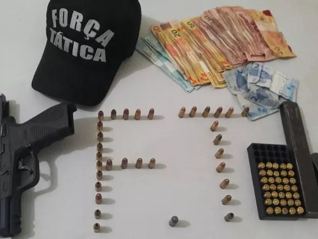 Mulher é presa com arma de uso da polícia e colete dos Correios no Piauí
