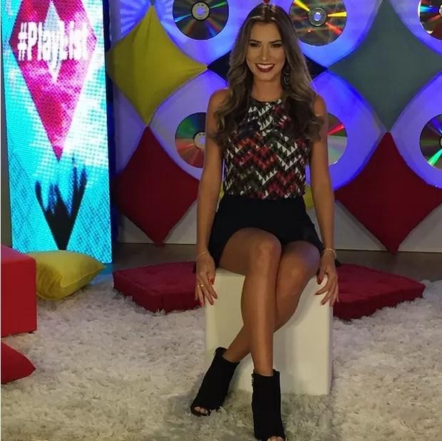Ex-BBB Adriana vira apresentadora de televisão: O que mais amo fazer
