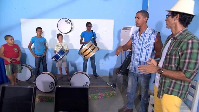Jackson Costa visita a primeira escola de forró da Bahia, em Cruz das Almas (Foto: TV Bahia)