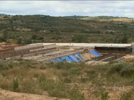 Fase iniciar da Adutora do Agreste está localizada em Arcoverde, no Sertão, e irá ampliar o abastecimento de água no Estado (Foto: Reprodução/TV Globo)