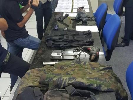Material foi apreendido com suspeitos de arrombar caixas eletrônicos (Foto: Ascom Polícia Civil de Pernambuco)