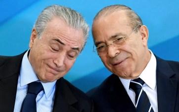O presidente Michel Temer e o ministro-chefe da Casa Civil, Eliseu Padilha, durante cerimônia no Planalto, no ano passado (Foto: Evaristo Sá/AFP)