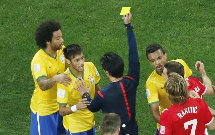 neymar cartão amarelo brasil x croacia (Foto: Reuters)