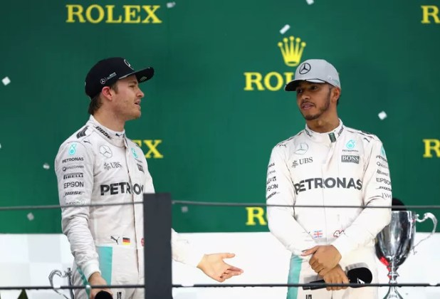 Nico Rosberg e Lewis Hamilton no pódio do GP do Brasil (Foto: Getty Images)