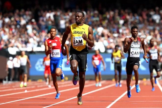 Bolt nas eliminatórias do revezamento 4x100m do Mundial de Londres (Foto: Michael Steele / Getty Images/AFP)