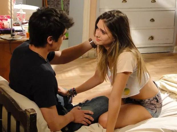 Mas o motoqueiro dá um fora na garota e diz que não vai ficar com ela (Foto: Malhação / Tv Globo)