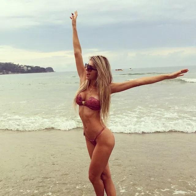 Tatiele Polyana posta foto de biquíni: -Que calor é esse Brasil-