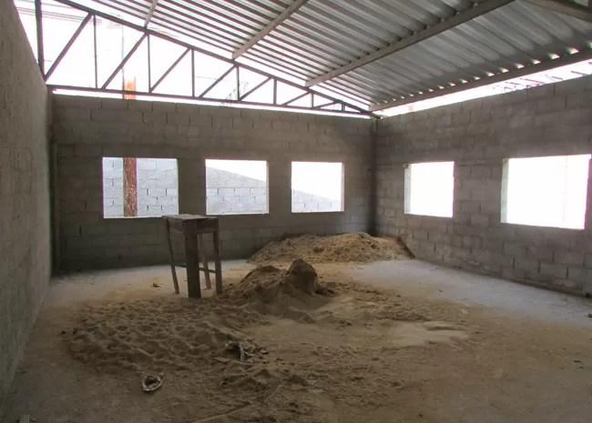 Obras do galpão da Central de Triagem de Bangu estão atrasadas. (Foto: Janaína Carvalho / G1)