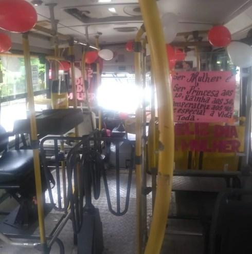 Para a motorista Valeria Sousa, o singelo ato de deixar o ônibus mais alegre já é um começo para deixar as pessoas mais felizes no dia a dia. — Foto: Arquivo Pessoal