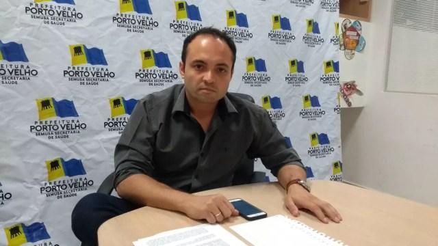 Marcus Vinícius de Oliveira, adjunto da Semusa, diz que médicos serão recadastrados (Foto: Toni Francis/G1)