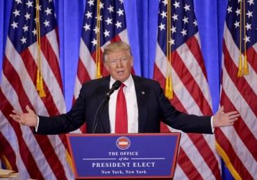 O presidente eleito dos EUA, Donald Trump, fala à imprensa em sua primeira entrevista coletiva desde sua eleição, em Nova York, dias antes da cerimônia de posse (Foto: Seth Wenig/AP)
