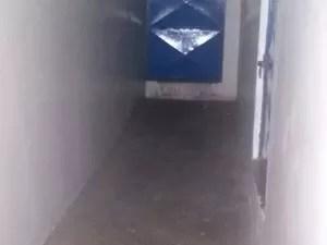 A criança foi encontrada em uma sala de material esportivo que estava desativada (Foto: Taisa Alencar / G1)