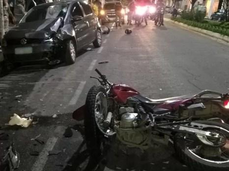 Jovem estava em alta velocidade e colidiu em um carro (Foto: Divulgação/Polícia Militar)